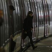 Grève RATP: à la gare Saint-Lazare, des usagers excédés mais convertis au système D