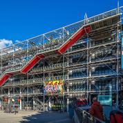Une toile de Buren dégradée au cutter au Centre Pompidou
