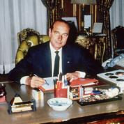 Jacques Chirac: devant l'Hôtel de ville, les Parisiens se souviennent de leur ancien maire