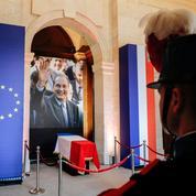 Aux Invalides, les Français rendent hommage à Jacques Chirac devant sa dépouille