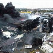 Incendie à Rouen: des odeurs «gênantes mais pas nocives», selon Philippe