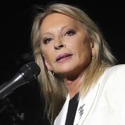 «Furibarde», Véronique Sanson appelle Emmanuel Macron à agir pour sauver l'hôpital