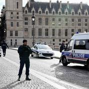 Une trentaine de policiers «susceptibles d'être radicalisés», selon le député Éric Diard