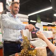 Les distributeurs misent sur les cartes de fidélité et les jeux pour attirer le chaland