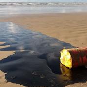 Brésil: 2000 km de plages polluées par une mystérieuse nappe de pétrole