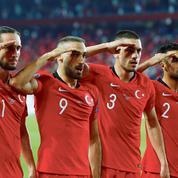 Match France-Turquie: des politiques veulent son annulation, Le Drian n'ira pas