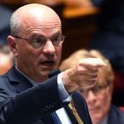 Voile: critiqué par Taché, Blanquer veut des sanctions contre le député LREM