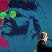 Elton John, entre extravagances et coups de griffe