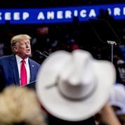 «Chasse aux sorcières», «lynchage», «coup d'État»: Trump retire les gants face à ses accusateurs