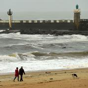 D'où vient la «marée blanche» de cocaïne qui a envahi les plages françaises?