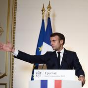 Face aux menaces sociales, Macron revient aux vieilles recettes