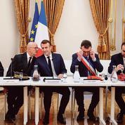 Réformes: Emmanuel Macron joue les inspecteurs des travaux en cours