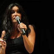 «Ça ne va pas se passer comme ça»: Jenifer interrompt son concert pour séparer deux spectateurs