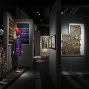Yves Saint Laurent au Musée des tissus, l'amour flou