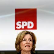 Allemagne: malgré l'usure du pouvoir, le SPD reste dans la GroKo