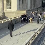Attaque à Londres: des passants érigés en héros après avoir maîtrisé l'assaillant