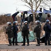 Cinq ONG réclament une enquête parlementaire sur le traitement des migrants aux frontières
