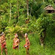 Carnet de voyage chez les Mentawaïs, les «hommes-fleurs» de la jungle indonésienne