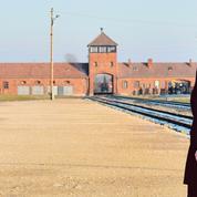 Merkel à Auschwitz: «Se souvenir des crimes, nommer leurs auteurs»