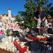 Deux ans après sa mort, la tombe de Johnny à Saint-Barth demeure un lieu de pèlerinage