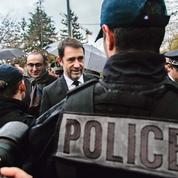 Le gouvernement joue l'apaisement avec la police