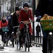 Grèves: à Paris, automobilistes, cyclistes et piétons ont les nerfs à vif