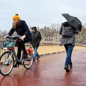 La bicyclette, un enjeu électoral à Bordeaux comme à Lyon