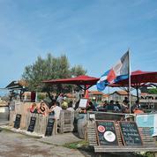 Sur le bassin d'Arcachon, les cabanes de dégustation d'huîtres en danger
