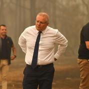 Australie: le premier ministre vilipendé pour sa gestion des incendies