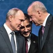 En visite en Turquie, Poutine scelle un rapprochement stratégique avec Erdogan