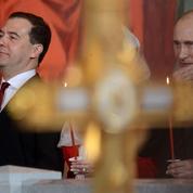Medvedev annonce la démission de son gouvernement