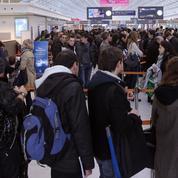 Passage aux frontières: pourquoi tant d'attente à Orly et Roissy?