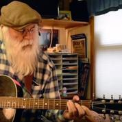 David Olney, chanteur emblématique du folk rock, meurt durant son concert