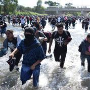 Des milliers de migrants bloqués à la frontière entre le Mexique et le Guatemala