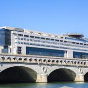 Impôt: le cadeau de Darmanin pour prendre plus vite en compte les dons des Français