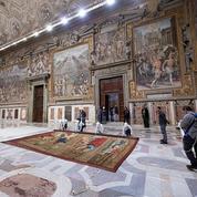 Les tapisseries de Raphaël retrouvent les murs de la chapelle Sixtine après quatre siècles