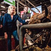 Au Salon de l'agriculture, Marine Le Pen prend Emmanuel Macron pour cible
