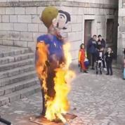 Dans un carnaval croate, on brûle les effigies d'un couple homosexuel et de leur enfant