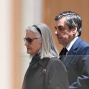 Au tribunal, Penelope Fillon peine à convaincre