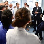 Coronavirus: Macron et Philippe préparent le pays à l'arrivée de l'épidémie