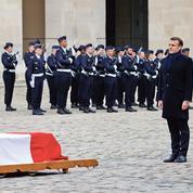 Emmanuel Macron honore Jean Daniel aux Invalides