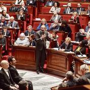 Retraites: Édouard Philippe passe en force, l'opposition s'offusque