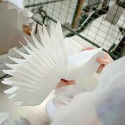 Coronavirus: en France, les fabricants de masques travaillent en flux tendus