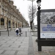 Coronavirus: à Paris, rues désertes et files d'attente ordonnées