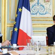 Coronavirus: Macron exhorte les entreprises à poursuivre leurs activités