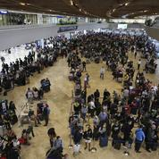 Expatriés et touristes se sentent pris au piège, loin de chez eux