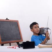 En Guadeloupe, des leçons à la radio pour les enfants sans internet