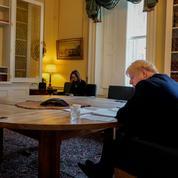 Boris Johnson doublement en lutte contre le coronavirus