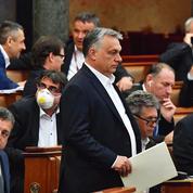 Hongrie: Orban obtient les pleins pouvoirs
