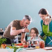 Vacances confinées: bricolage et cuisine au menu des familles